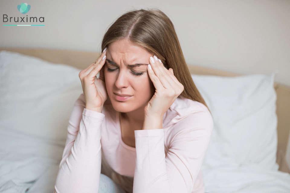 Zähneknirschem im Schlaf Kopfschmerzen beim aufwachen